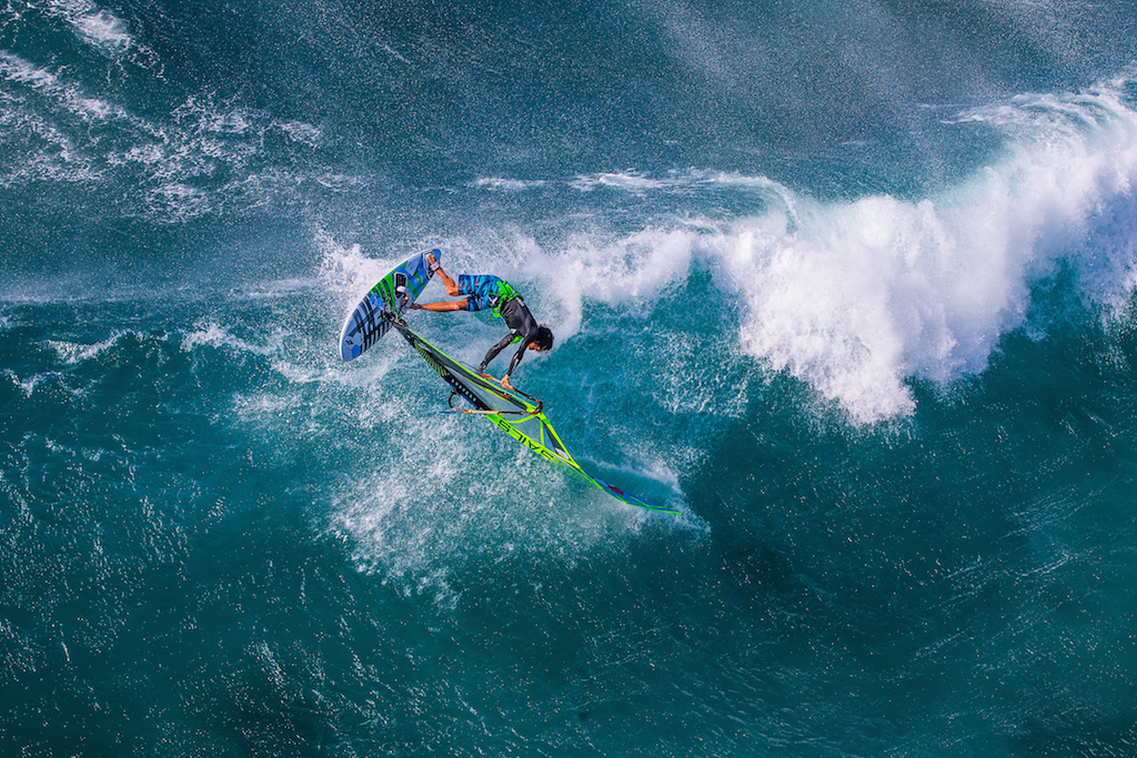 Thomas Traversa(F-3)Hookipa, Maui / ⒸJohn Carter