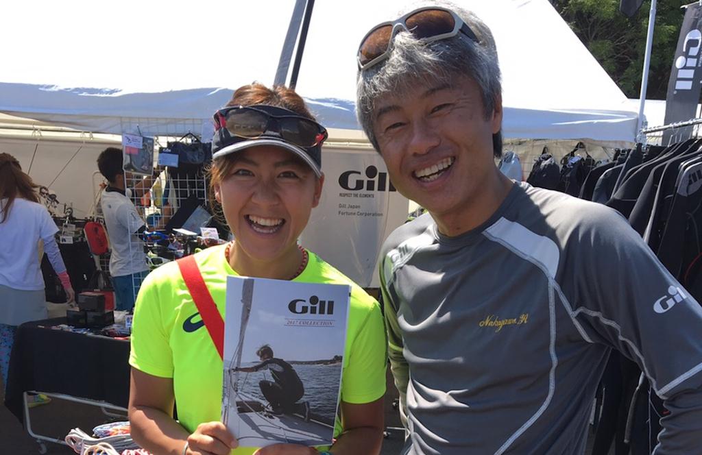 ▲Megumi Iseda(JPN-35)同志社大学入学後に本格的にウインドサーフィンを始め、 3年生で『日本学生ボードセーリング選手権』に優勝。以後、2010年『アジアンビーチゲームズ』2位。 2011年、2012年『テクノ293世界選手権』オープンレディスクラス連覇など、世界のレースで確かな実績を残す。2016年リオ五輪RS:X級日本代表。1987年6月30日生まれ、滋賀県出身。157cm、56kg。