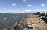 浜名湖・村櫛=オンショア、強風、遠浅の透き通る海で